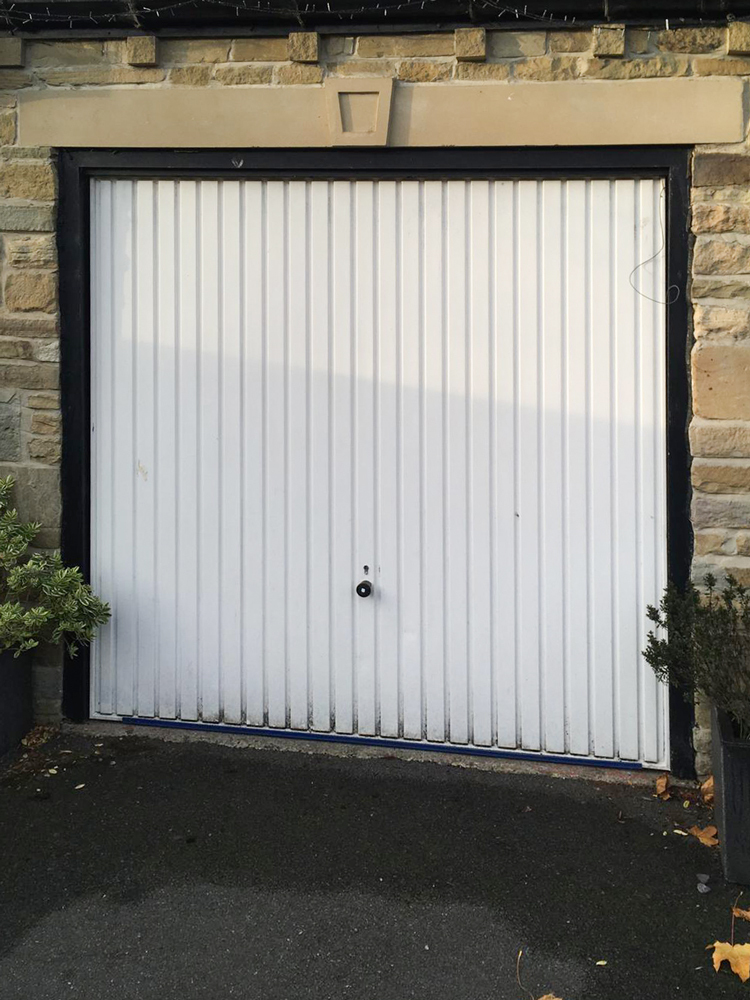 Medium Ribbed Insulated Sectional Garage Door, Preston