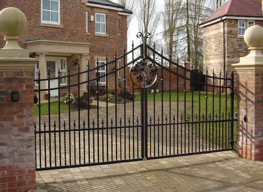 Oxley Gates Metal Bispoke Leaf Design Gallery