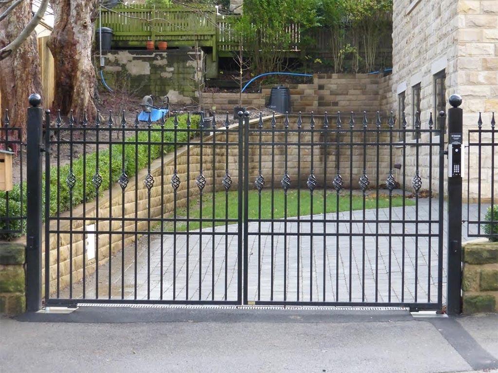 Metal Gate with Matching Railings, Harrogate