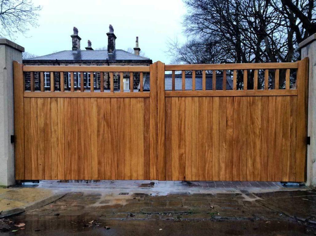 Beverley Railed finished in Medium Oak
