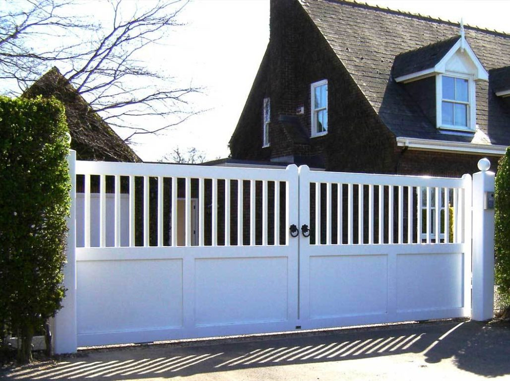 Beverley Railed as a sliding gate in White