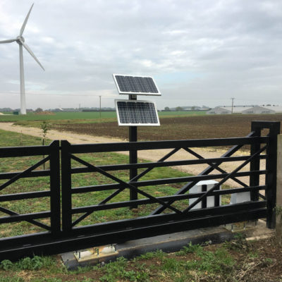 Solar Powered 5-bar Metal Gate, Hull